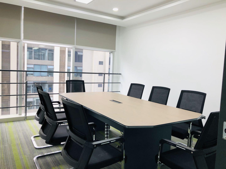 高新区天府三街香年广场写字楼出租248平4隔间25工位全新豪装带家具限时特价具体可谈