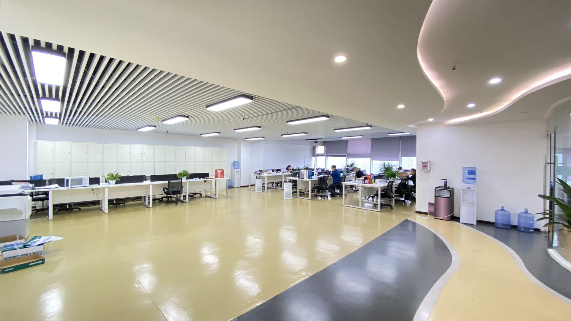 百人の工位丨环球中心南区 312平米8隔间+多接待区