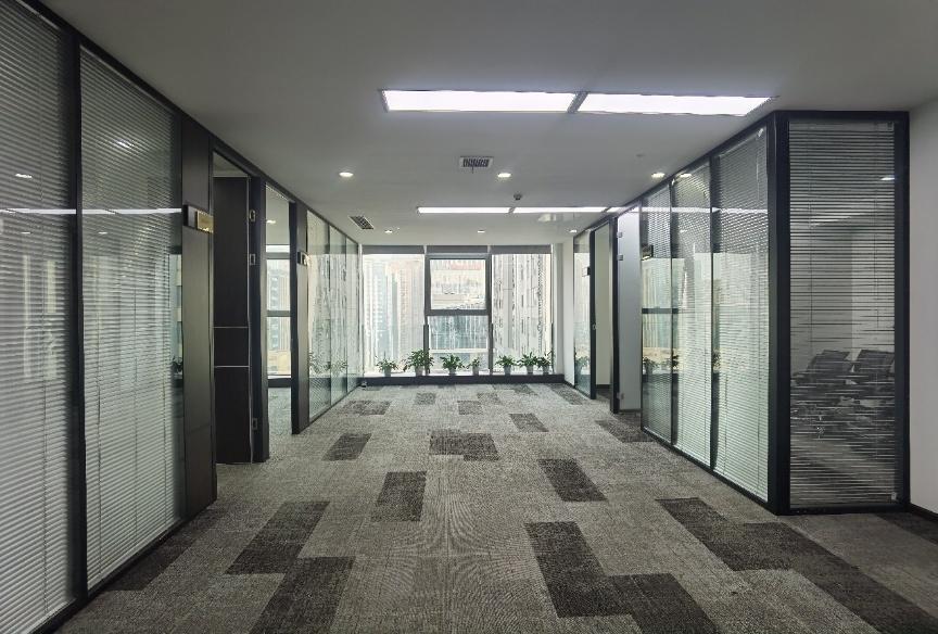 房天下大厦 精装修带家具 6隔间20工位 东北双面采光 近地铁