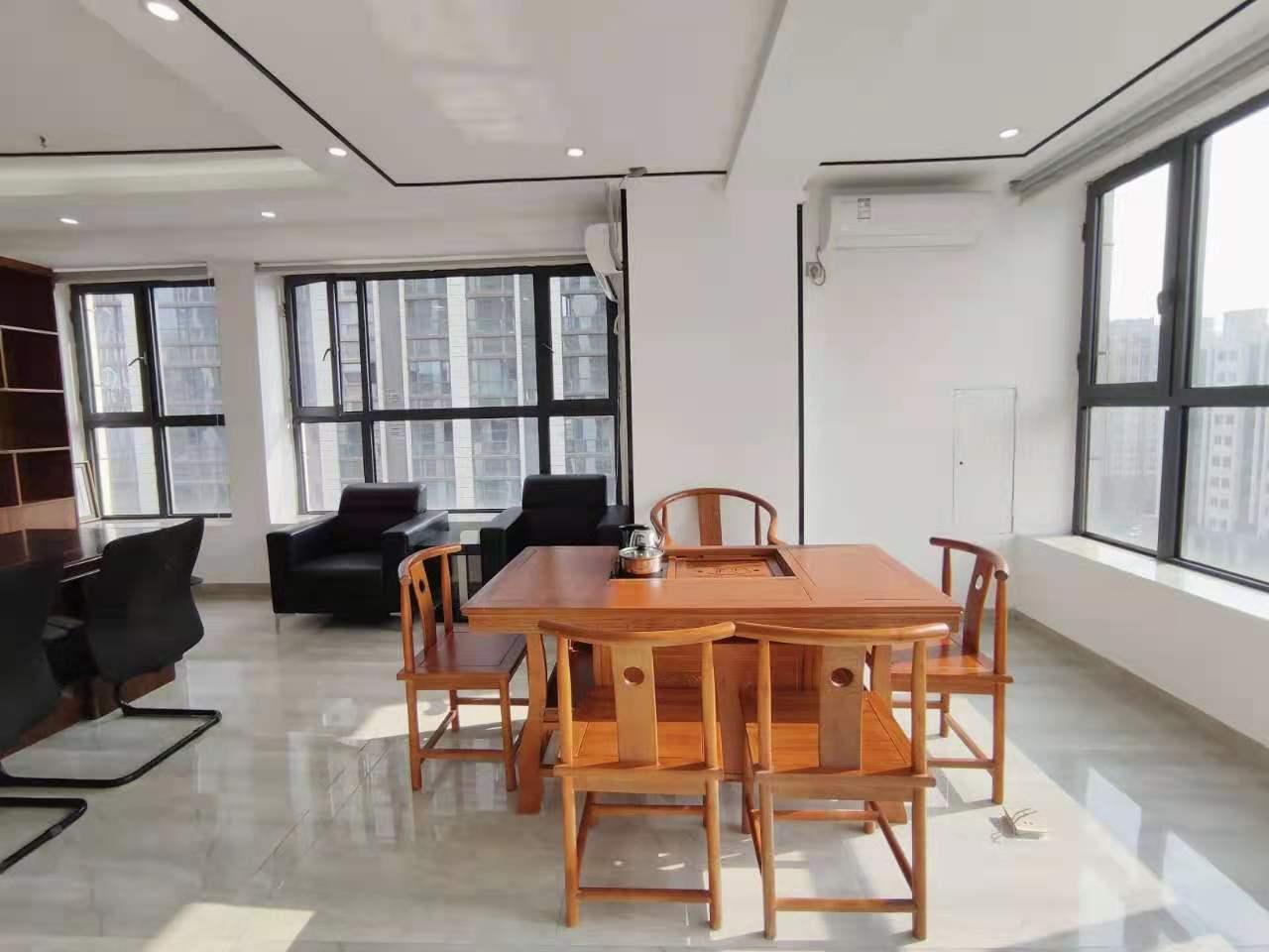 3办18工位 青羊万达广场 小户型商业配套齐全 豪华老板室