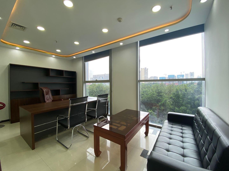 金牛万达甲级写字楼 -132平米 无加时费 带家具简单装修