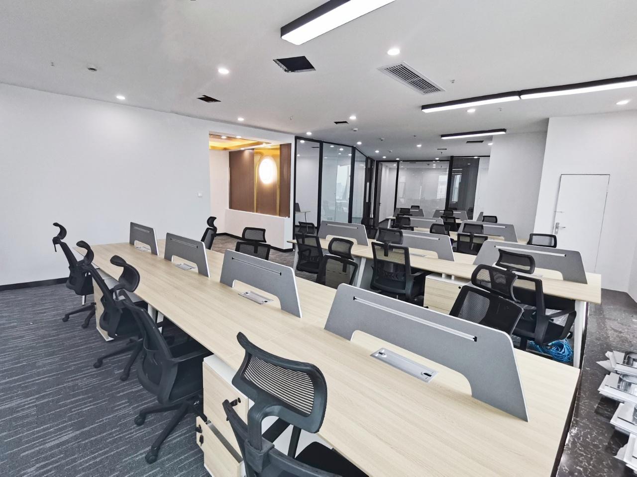 青羊宫-浣花香大厦270平米欧式简装-地毯式办公 户型方正