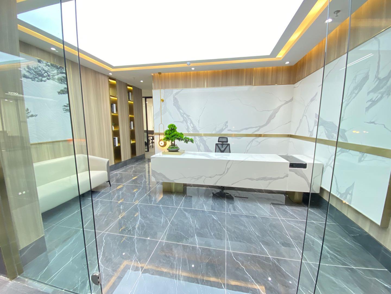 成华理工大学双地铁口招商中央华城4隔间24工位精装带家具