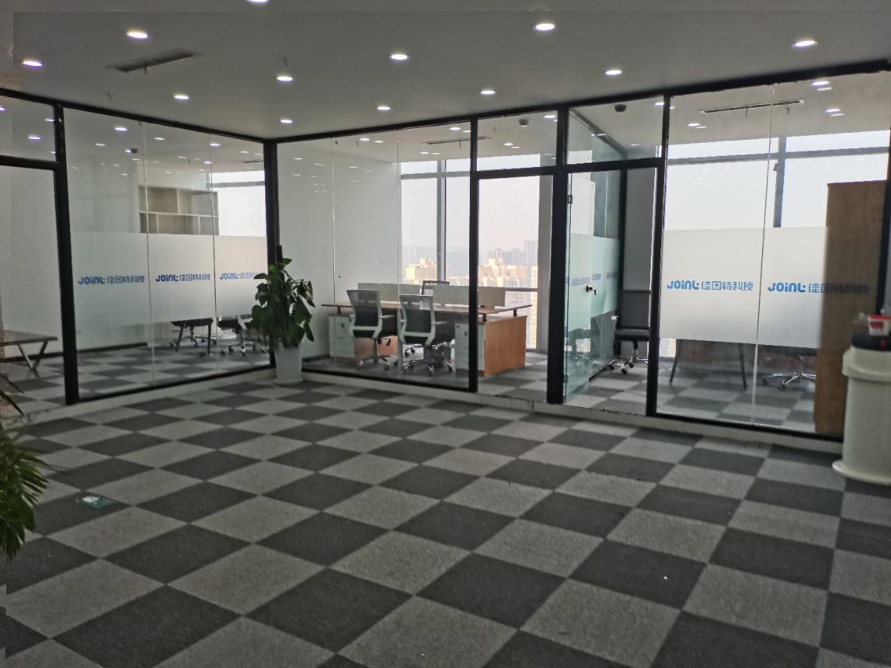 绿地468小户型 150平米3隔间+20工位 拎包办公