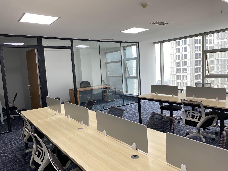 上普财富中心新出稀缺面积  可配全部办公家具 极品采光 户型方正 视野开阔 全新装修