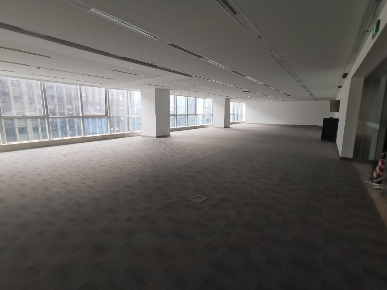希顿国际广场2200平米 部分装修,都有天地墙,添加隔断工位即可入驻