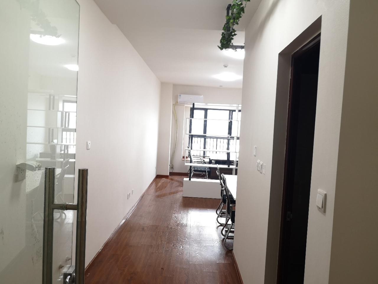 青羊区青羊万达广场50平小面积办公室含物业出租 精装带家具