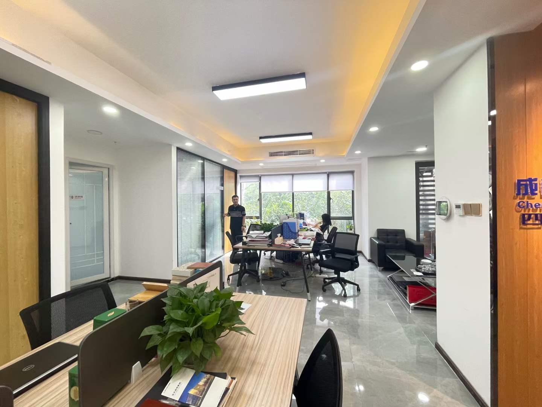 龙湖紫宸香颂93平米 低公摊 热门户型4隔间20工位 精装带家具
