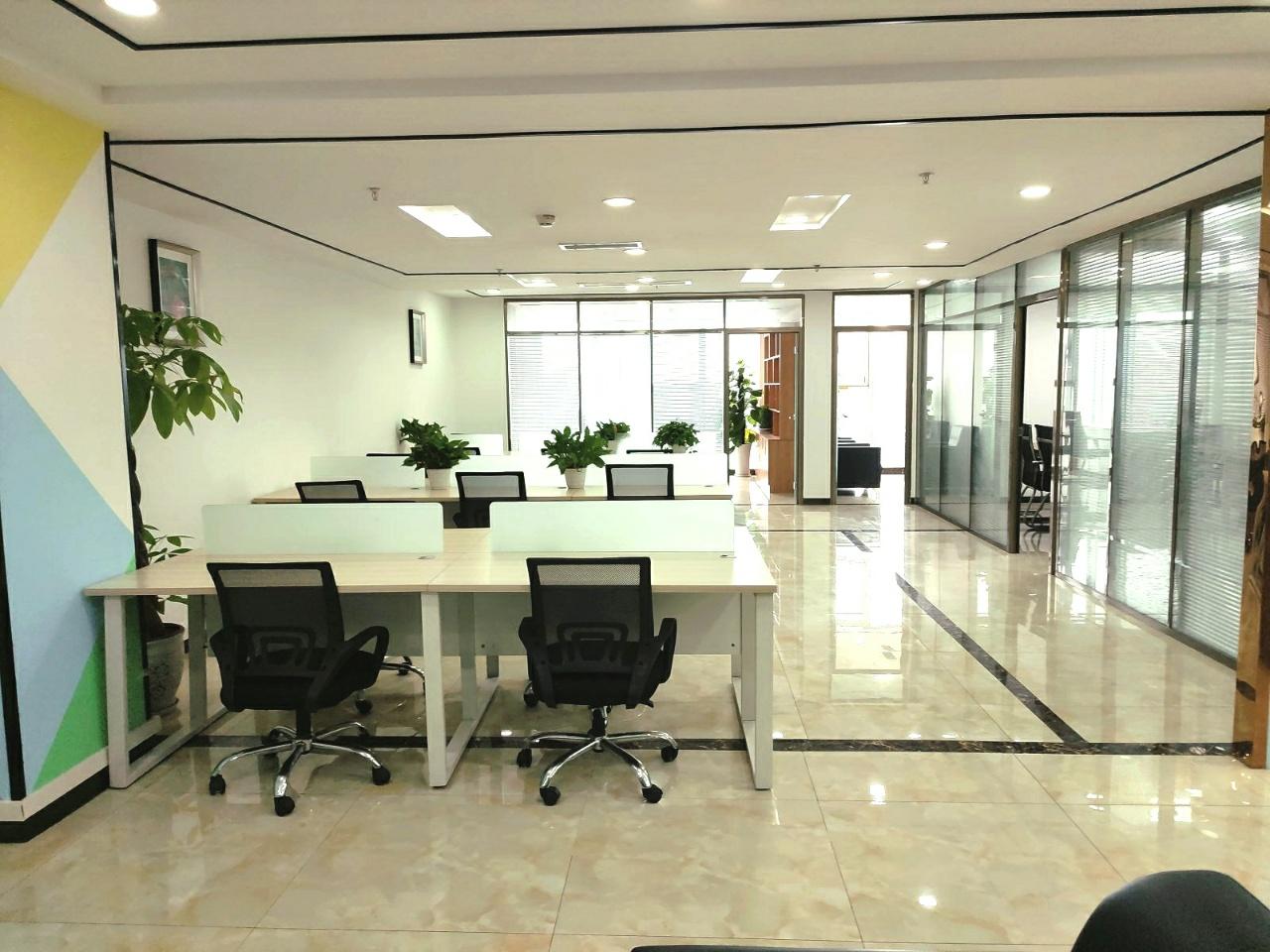 西城国际精装带家具高区视野采光通透4隔间18工位