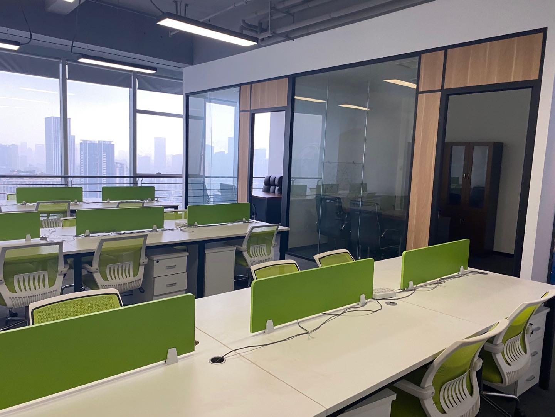 中汇国际中心235平米 电梯口 精装修带家具 免费会议室