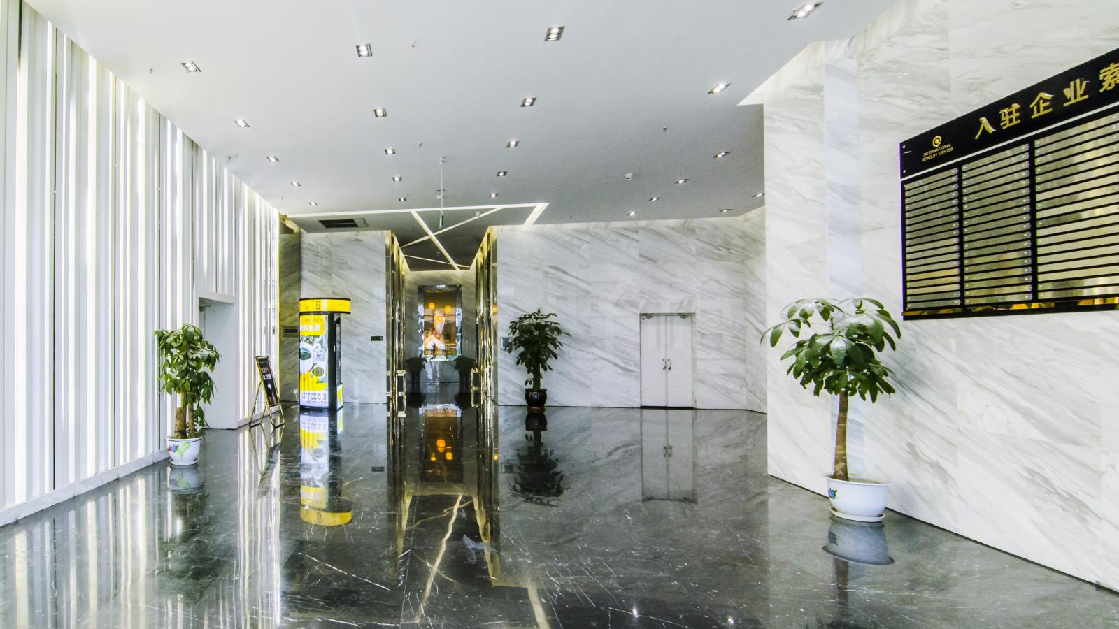 珠宝中心215平,精装修,租金便宜