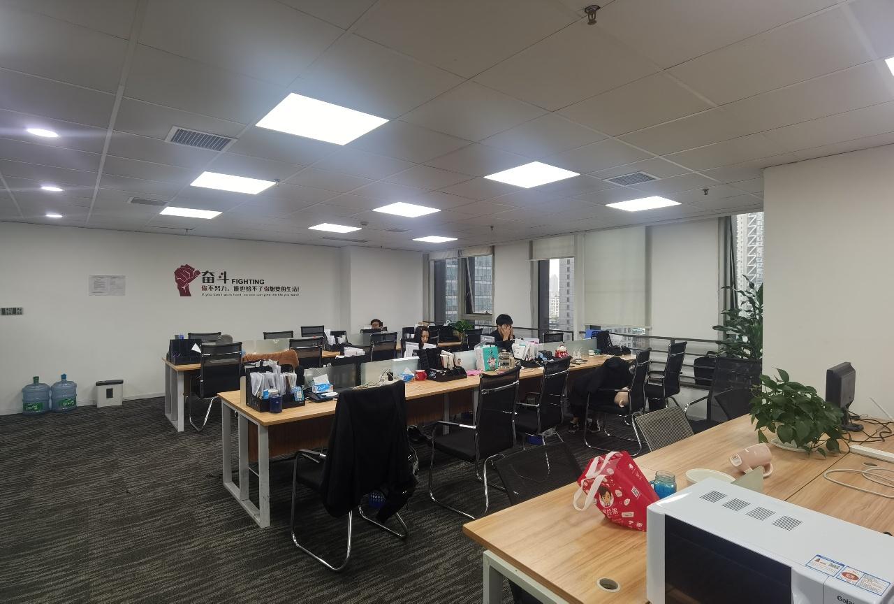 东大街春熙路地铁口 喜年广场267平 精装修带家具 超大工区
