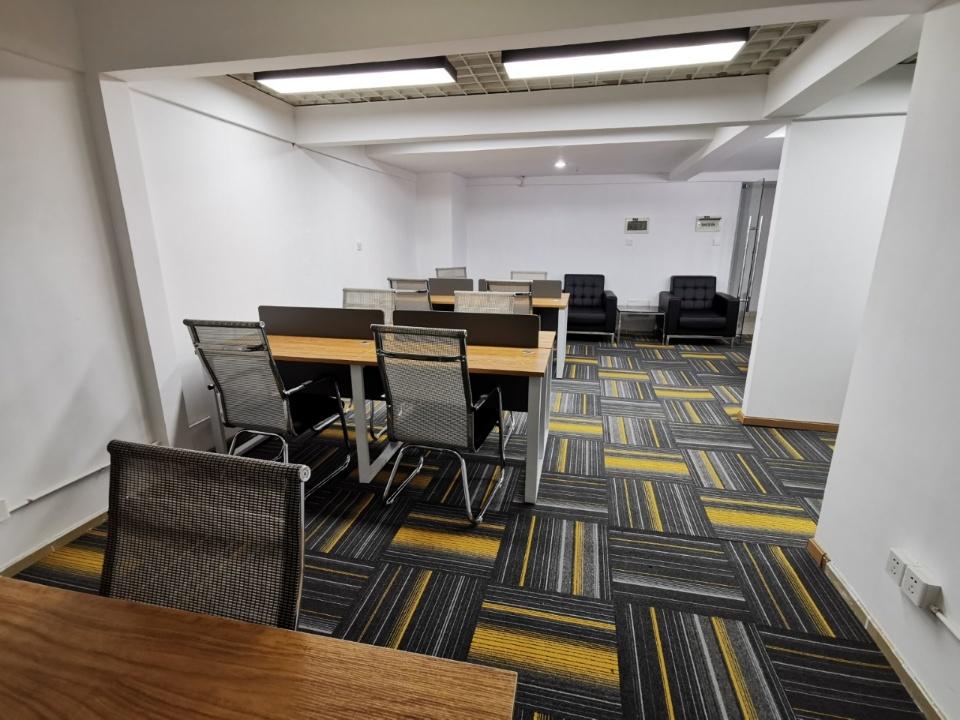 东大街丨天紫界精装带家具130平  双面采光  24H空调 工区分配合理