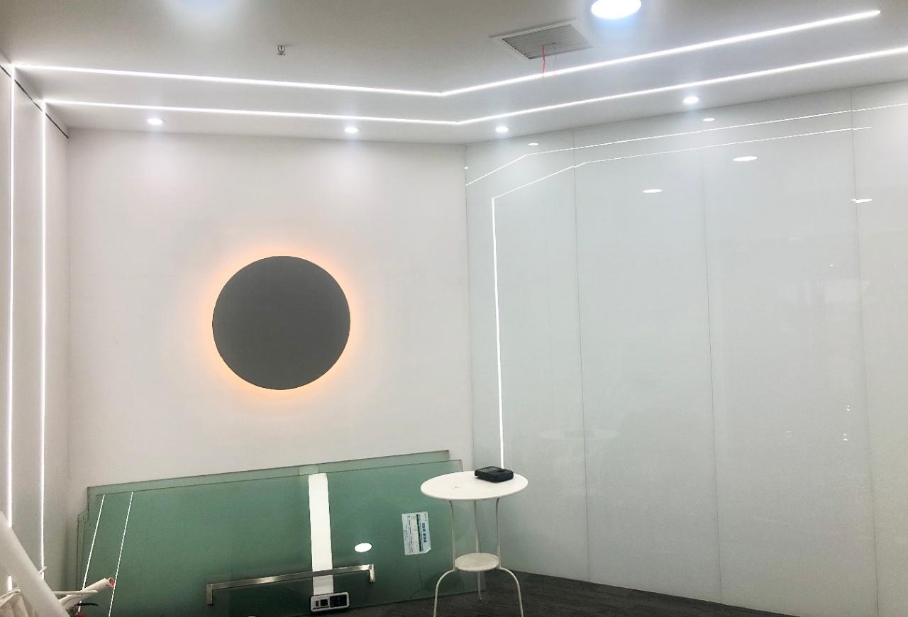 上普财富中心194平,精装修,三面采光
