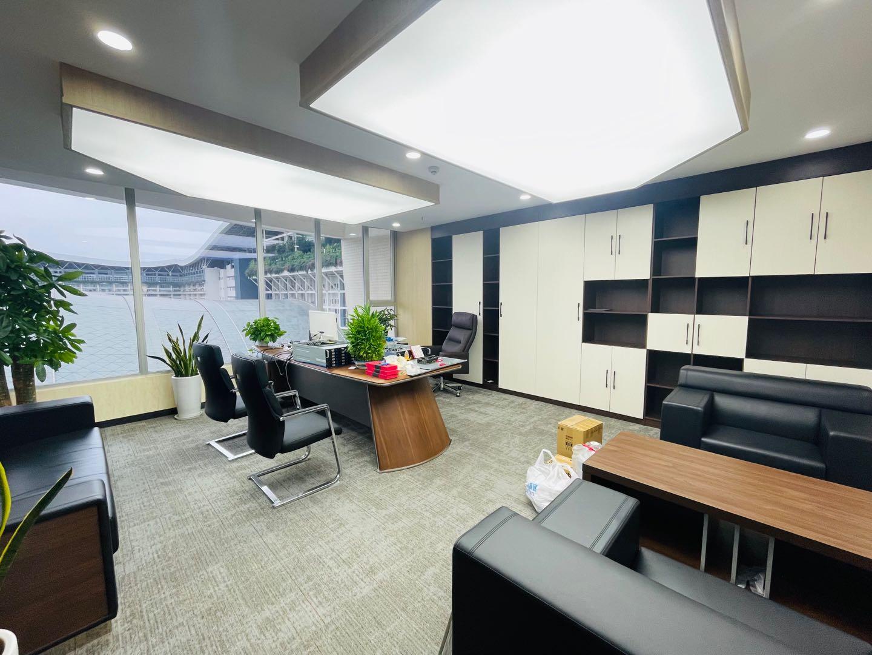 环球中心豪华装修11隔间40工位现房