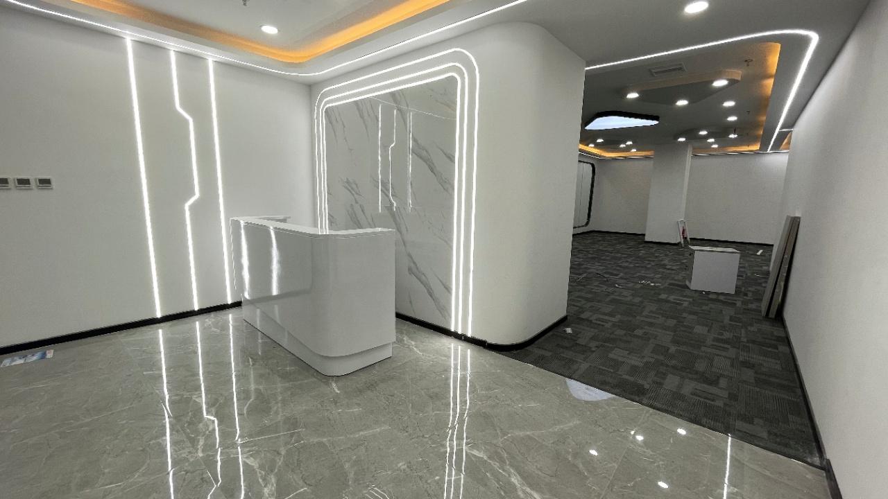 成华区~呈祥国际大厦~特价~4隔间现房~还送免租期!!