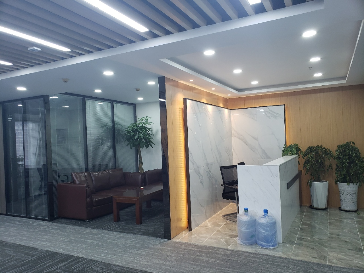 市中心牛王庙地铁口商会大厦3隔间24工位精装带家具近地铁