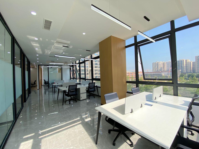 蔡桥站丨绿地跨贸港 189平丨78/元 不含税 全屋透亮,3个办公室