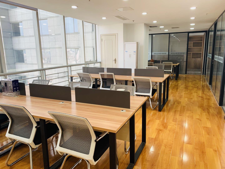 市中心丨网销--金融优选丨东方广场152平4隔间18工位