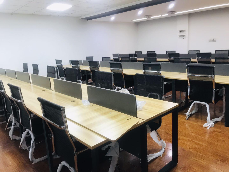 泰丰国际广场  特价246平米多工位  楼下地铁口 高区视野