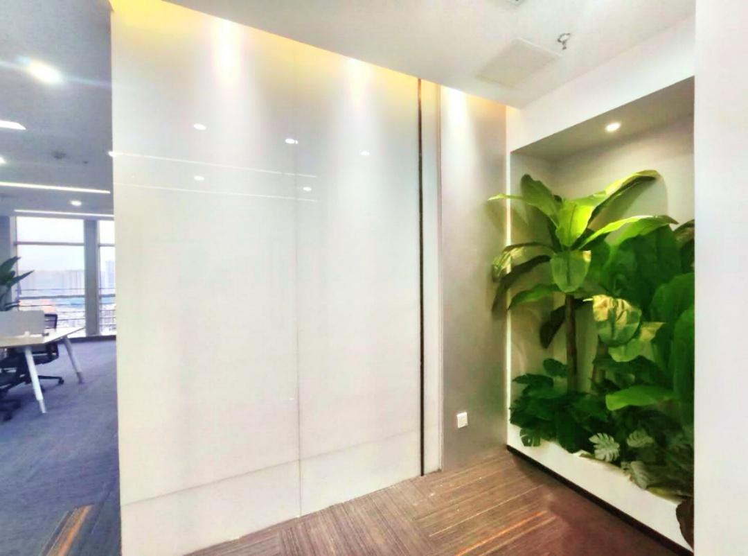 力宝大厦129平,精装修,中国艺术风,绿植搭配