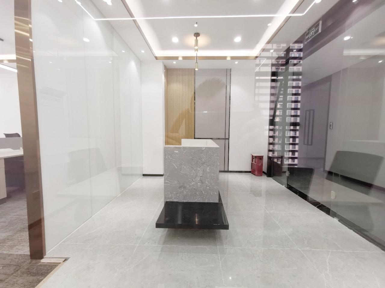 新川科技园!成都超图大厦 150.5平 3隔间+15位 双面采光