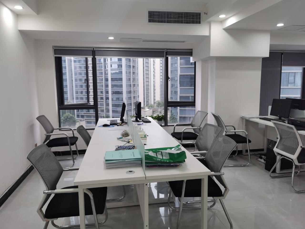 龙湖紫宸香颂3期 92平米  带家具 简单装修可满足日常全部需求
