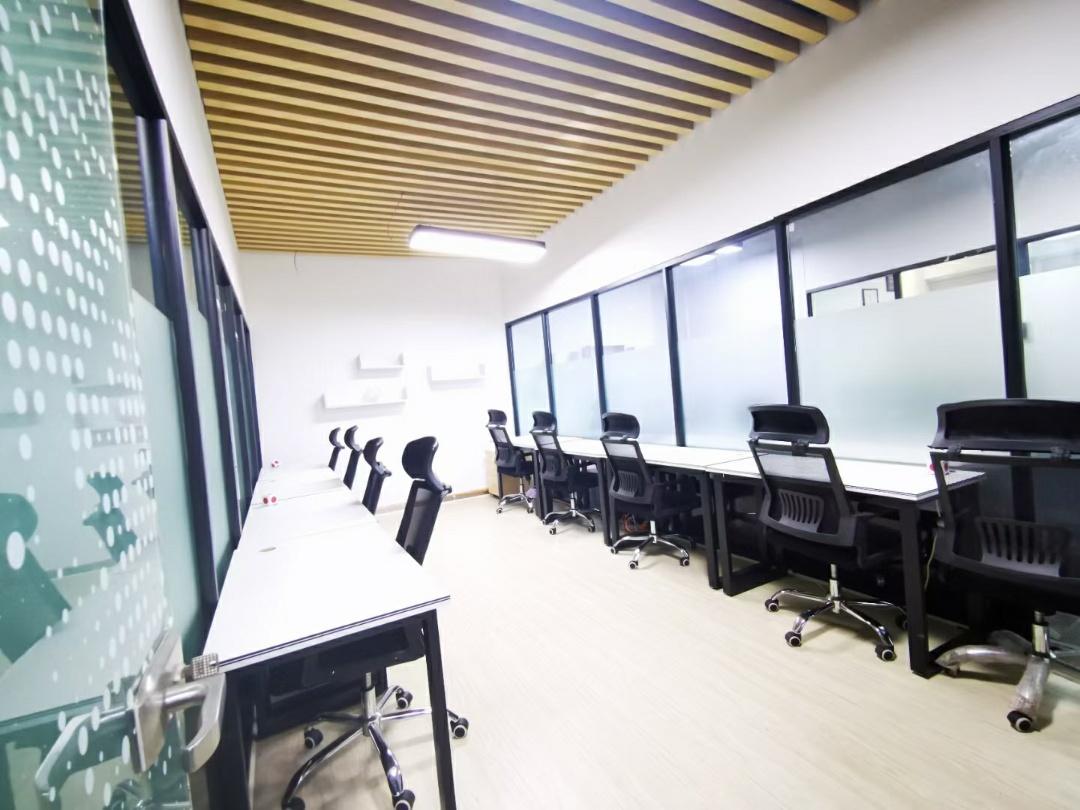 【共享办公】环球中心10平米   4人间独立办公室