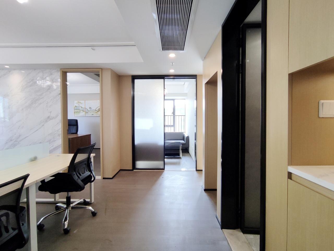 龙湖·梵城颂 83平米居家是精装办公 4隔间8 工位100%利用率